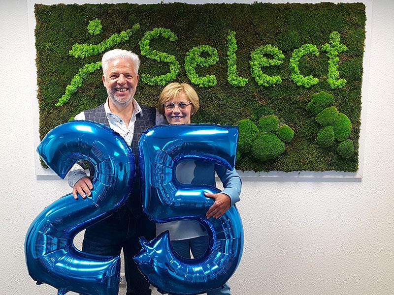 Rüdiger und Elke mit 25 Jahre-Ballon