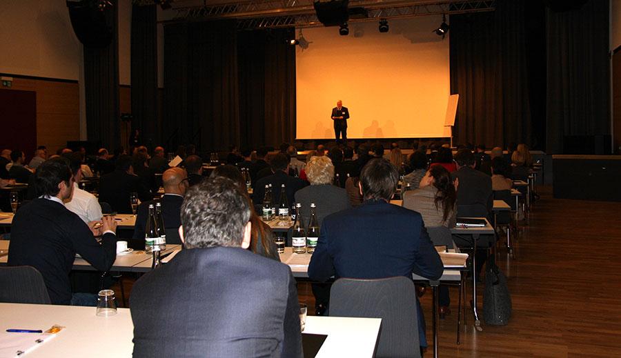 Rüdiger Probst eröffnet PCC auf der Bühne