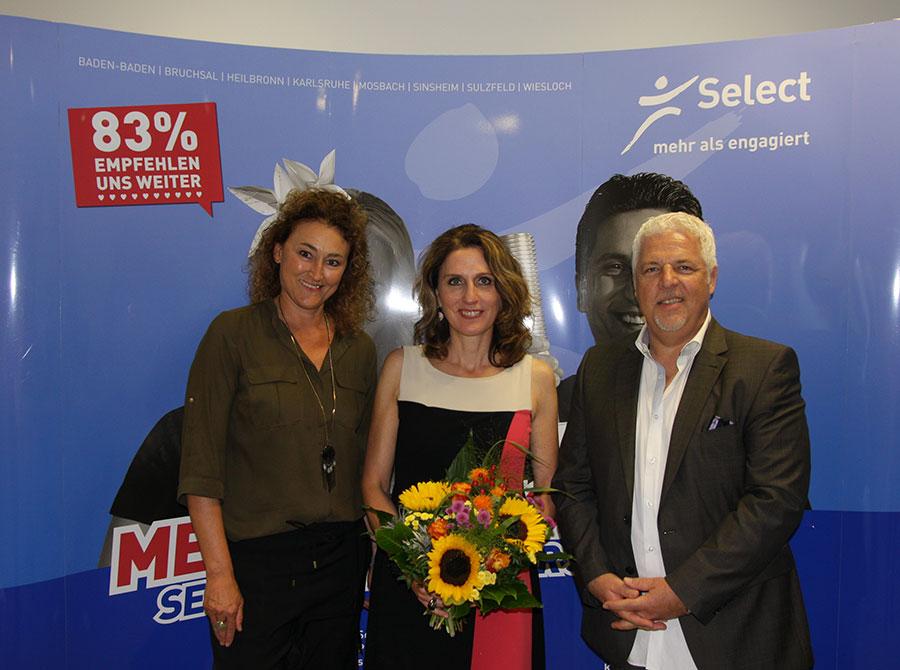 Heidi Habermann und Rüdiger Probst neben Speakerin Anja Förster