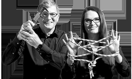 Mann und Frau als erfahrene Mitarbeiter im Bereich Ingenieurwesen
