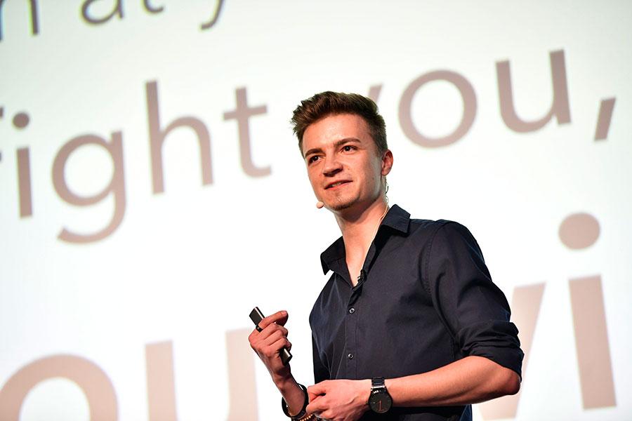 Social-Media-Manager Thomas-Noschka auf der PCC-Bühne