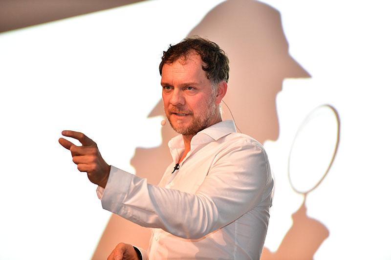 Neurologe Dr. Volker Busch bei seinem PCC-Vortrag