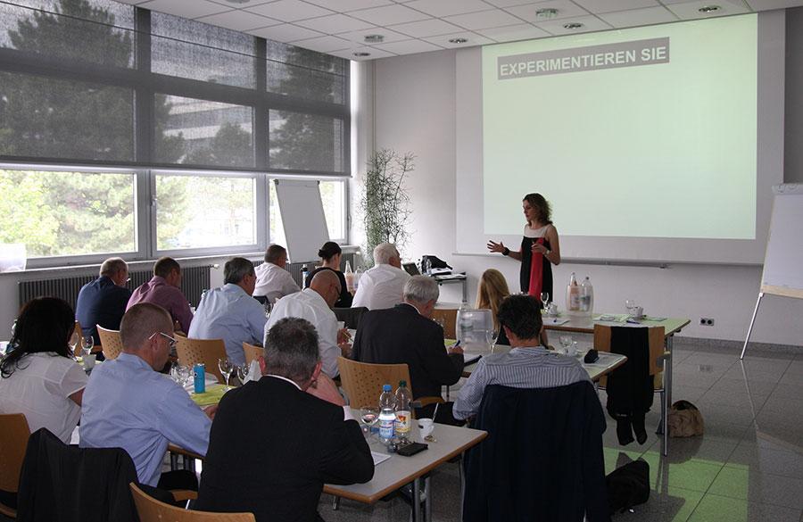 Anja Förster animiert in ihrem PCC Vortrag die Zuschauer zum experimentieren