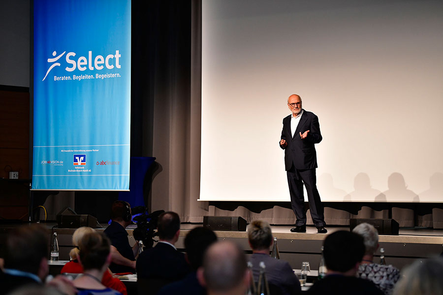 Jens Corsssen eröffnet seinen Votrag auf dem PCC