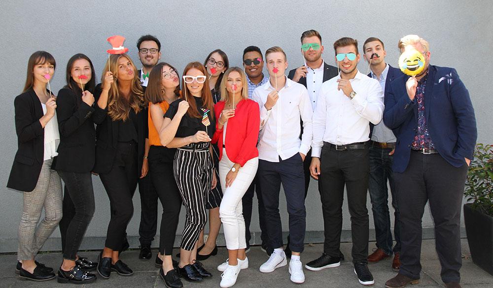 Gruppenbild mit allen Azubis Ausbildungsjahr 2019/2020