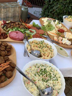 Großzügiges Buffet auf dem ungarischen Mitarbeiterfest