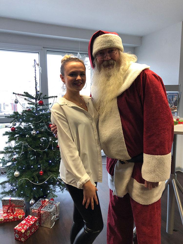 Sina mit dem Nikolaus am Nikolaustag
