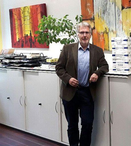 Handelslehranstalt in Bruchsal freut sich über Maskenspende der Select GmbH