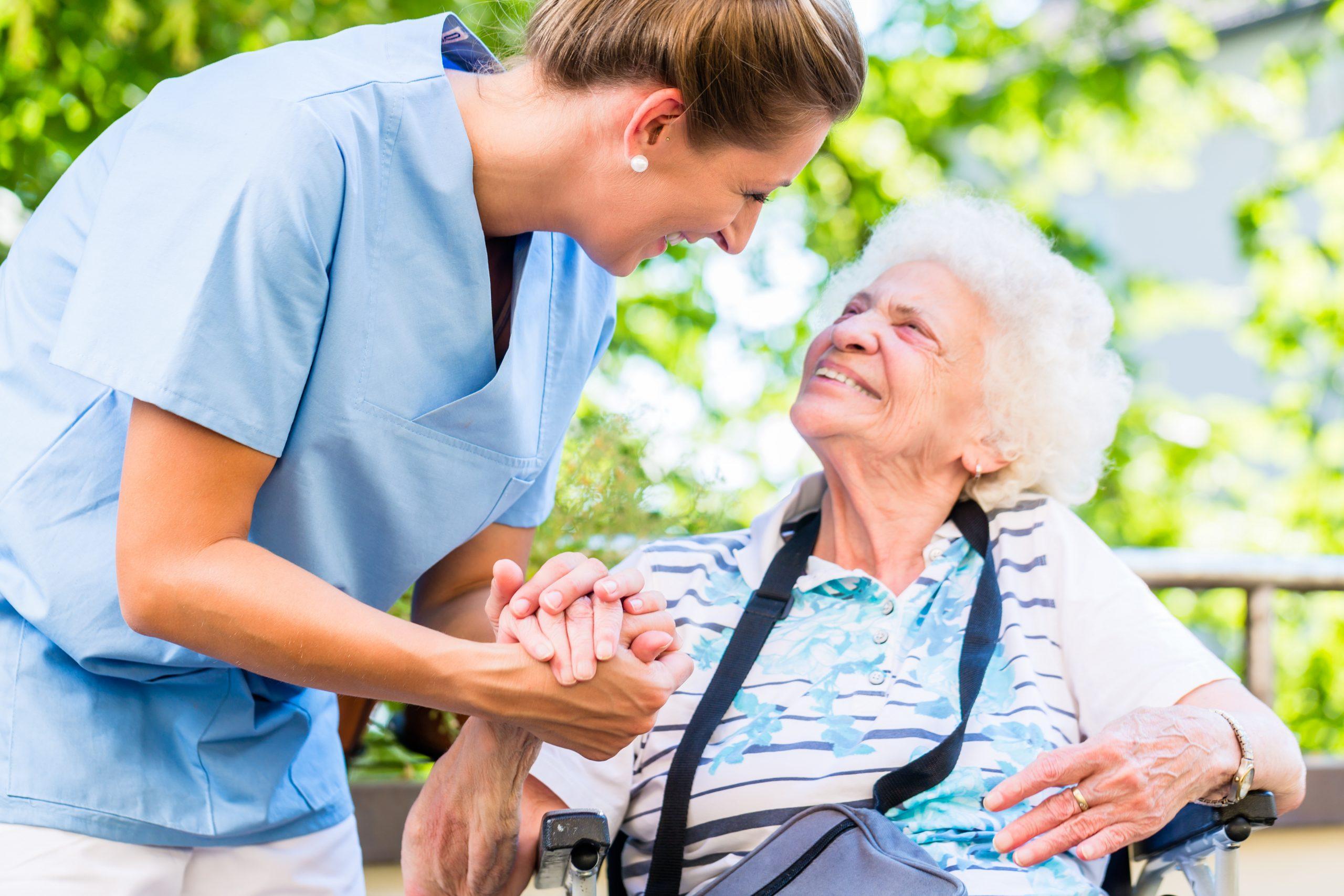 Pflegehelfer als ein Job ohne Ausbildung