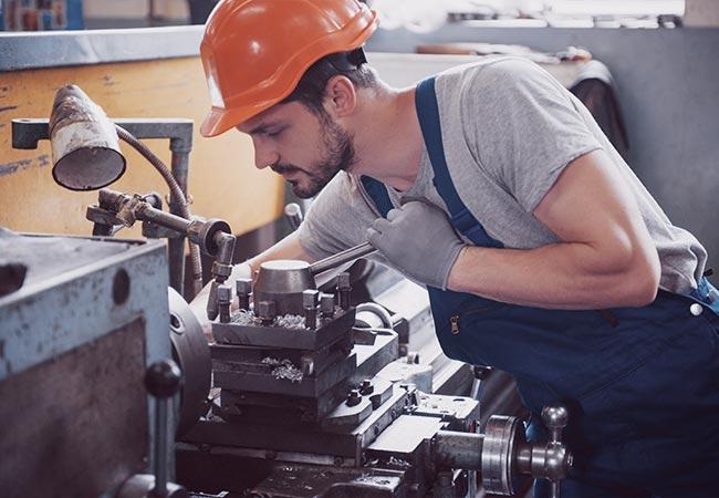 Alle Infos zum Beruf des Produktionshelfers