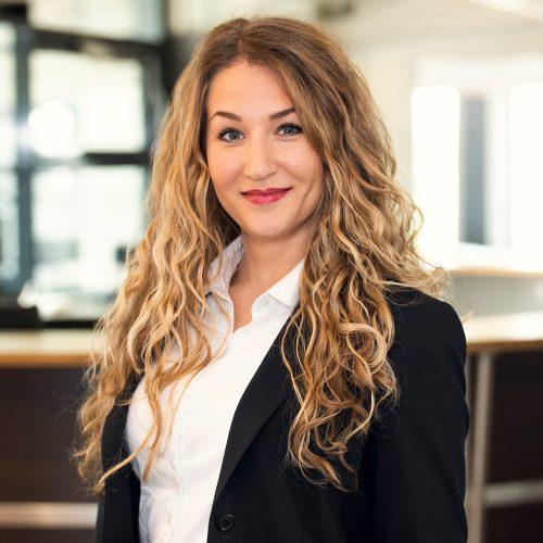 Junior Director Branch Office Angelina Reuer bei Select Karlsruhe